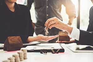 Agents are giving house keys of customer